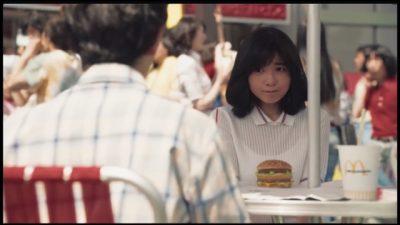 中学生役の宮崎美子さんの画像